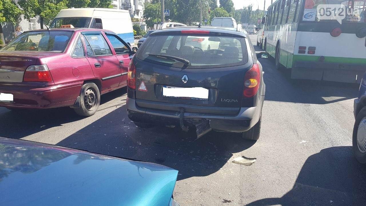 В Николаеве из-за несоблюдение интервал-дистанции столкнулись два автомобиля, - ФОТО, фото-2