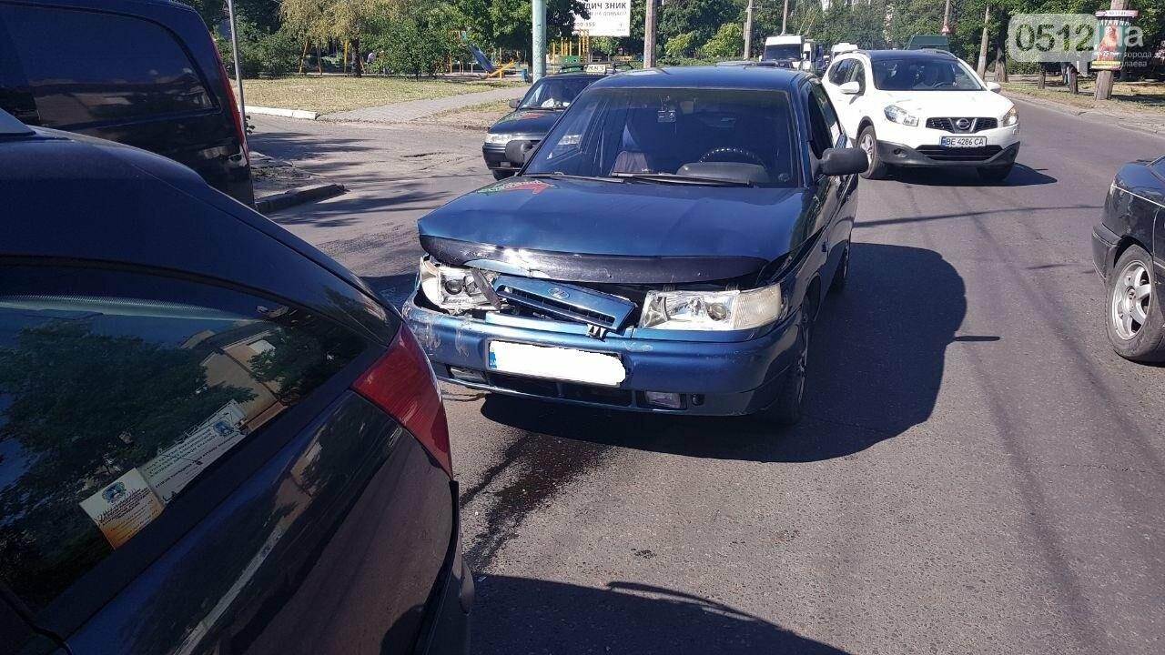 В Николаеве из-за несоблюдение интервал-дистанции столкнулись два автомобиля, - ФОТО, фото-3