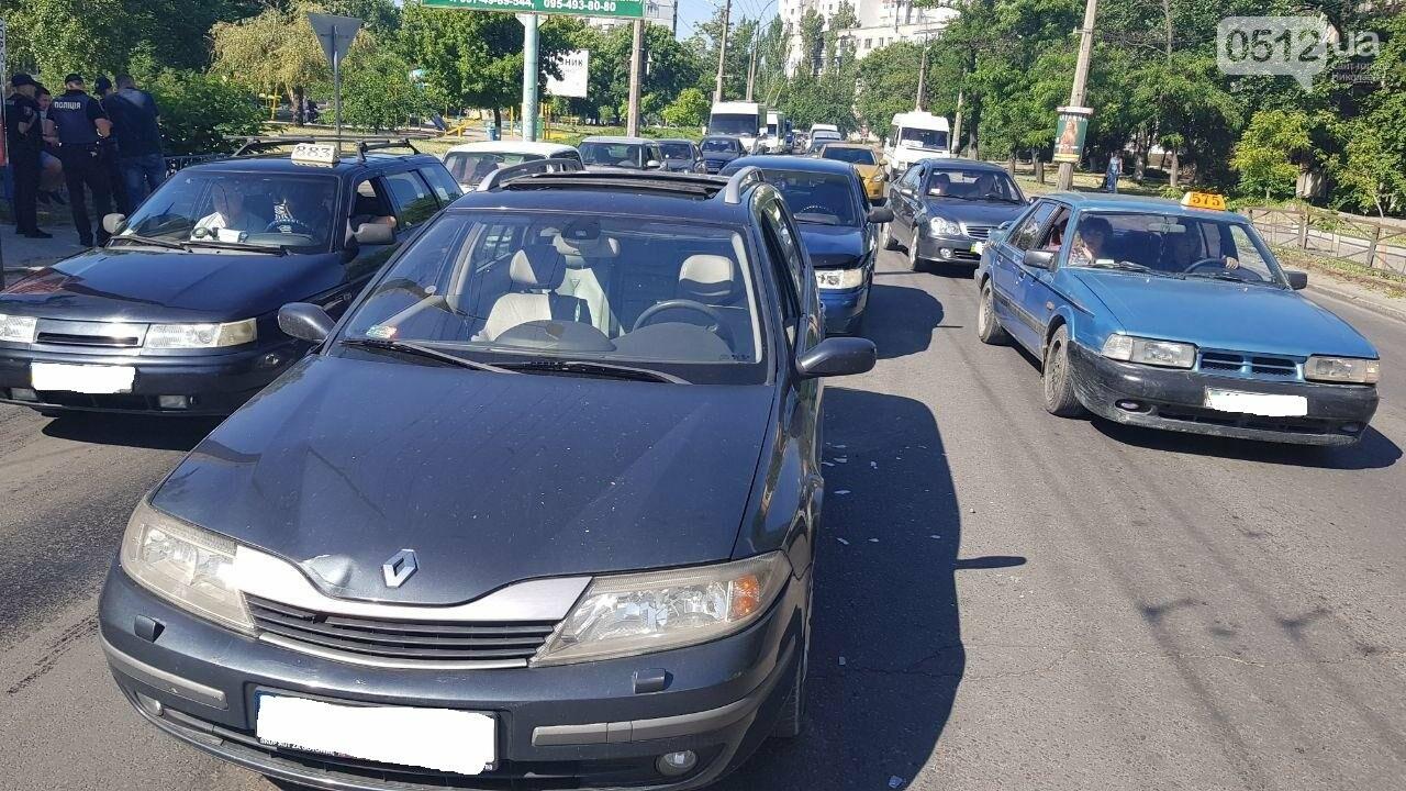 В Николаеве из-за несоблюдение интервал-дистанции столкнулись два автомобиля, - ФОТО, фото-4
