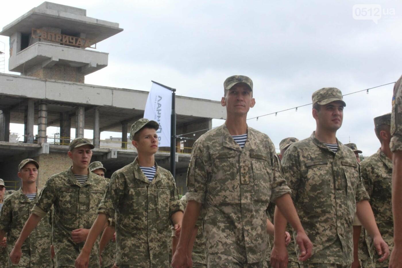 Полевая кухня, марш военных и выставка техники: как в Николаеве отмечали День ВМС Украины, фото-11