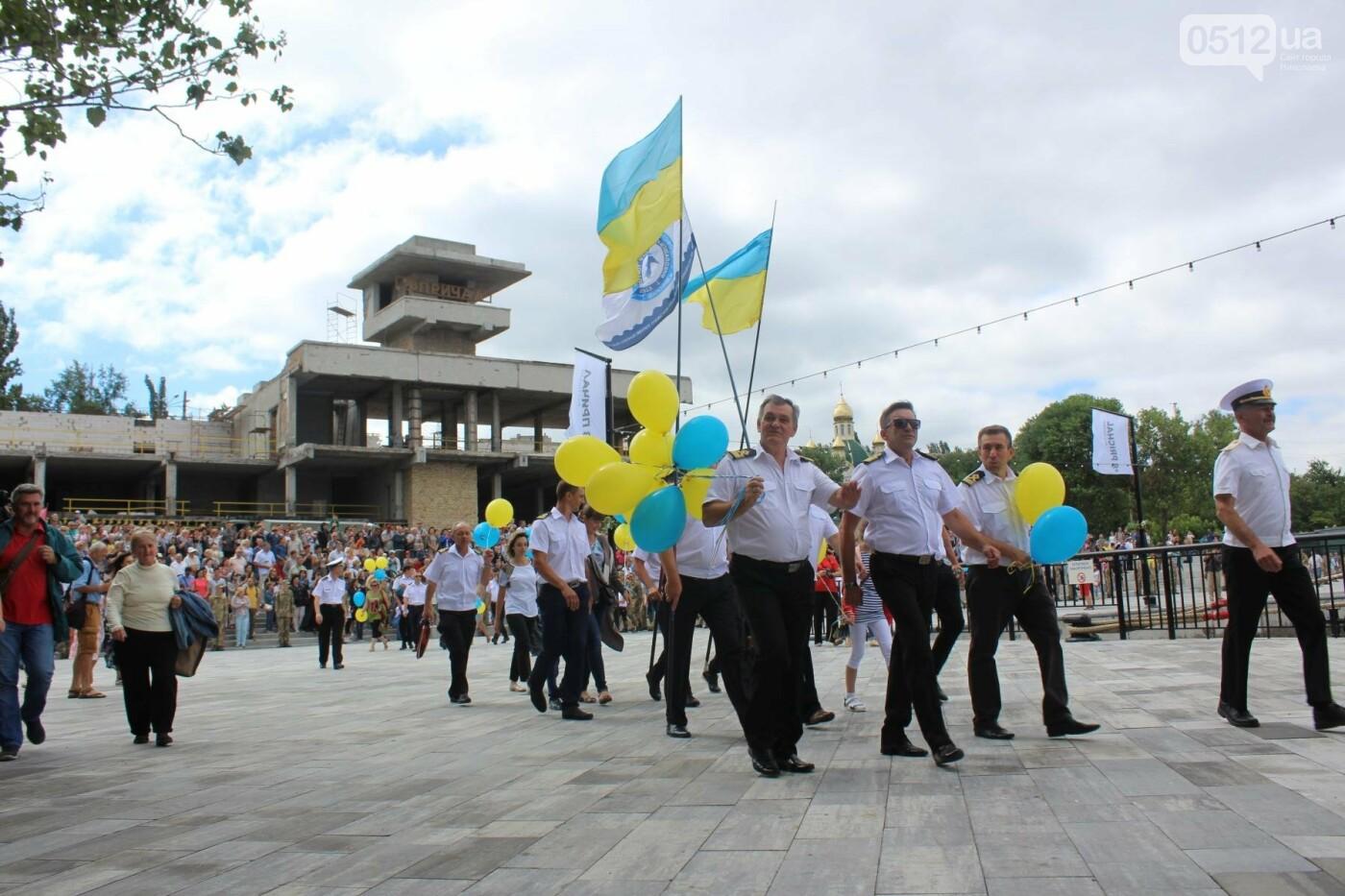 Полевая кухня, марш военных и выставка техники: как в Николаеве отмечали День ВМС Украины, фото-17