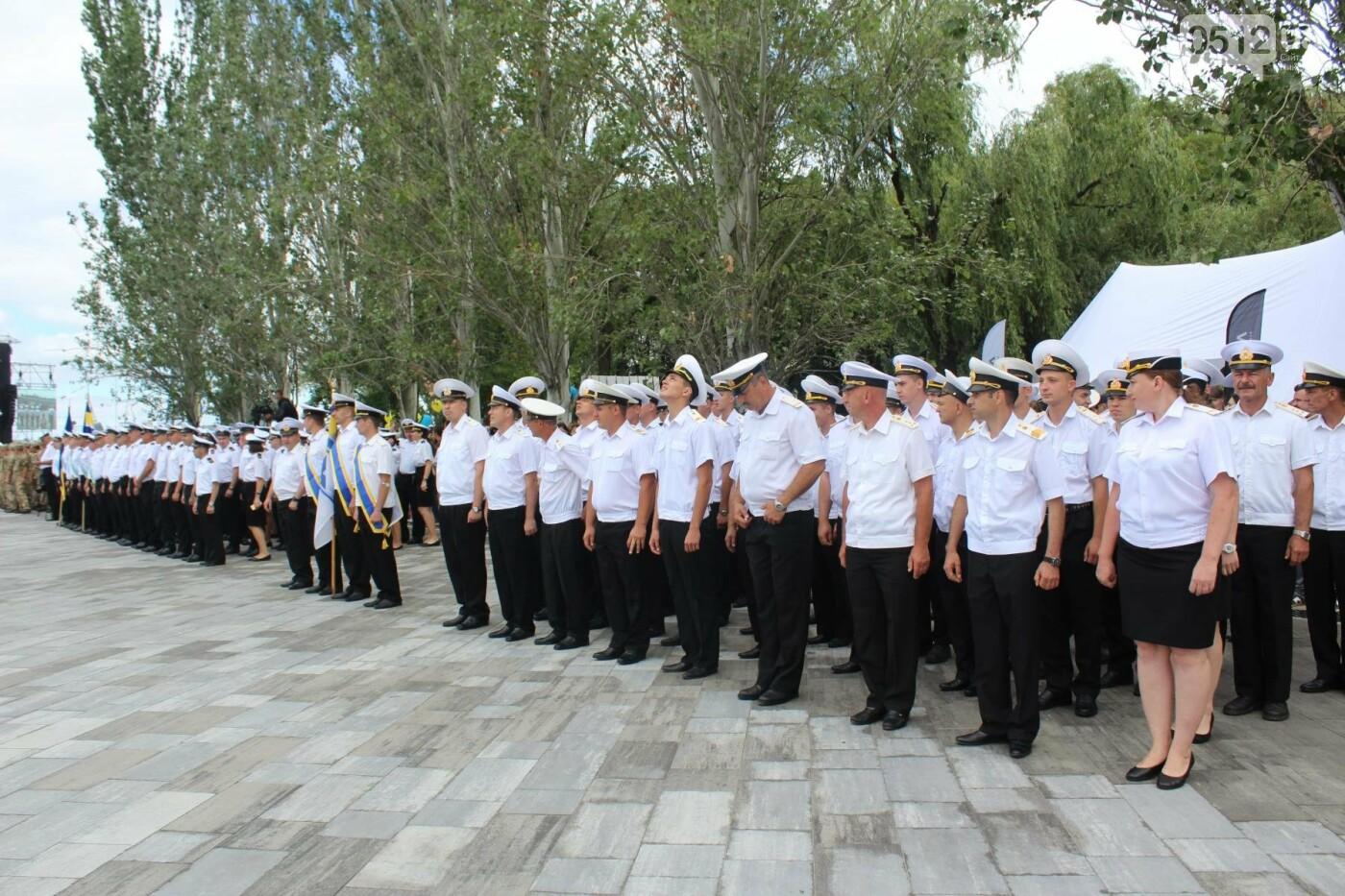 Полевая кухня, марш военных и выставка техники: как в Николаеве отмечали День ВМС Украины, фото-23