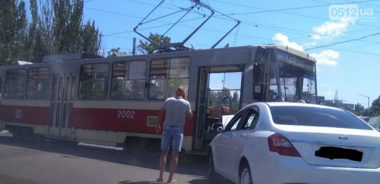В Николаеве на Богоявленском проспекте столкнулить трамвай и легковой автомобиль, - ФОТО, фото-2