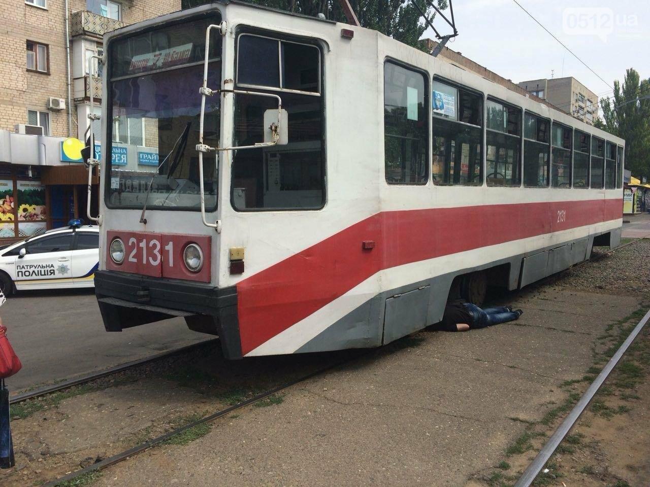 В Николаеве трамвай переехал мужчину, - ФОТО, ВИДЕО 18+, фото-6