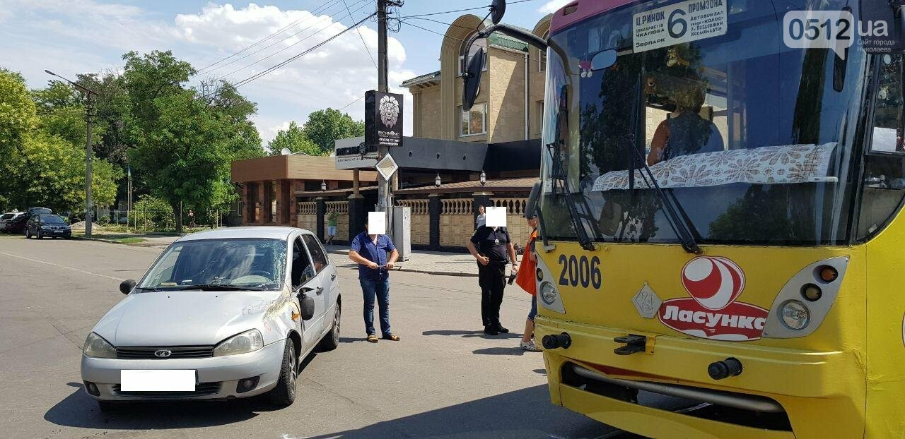 В Николаеве столкнулись легковушка и трамвай, - ФОТО, ВИДЕО , фото-1