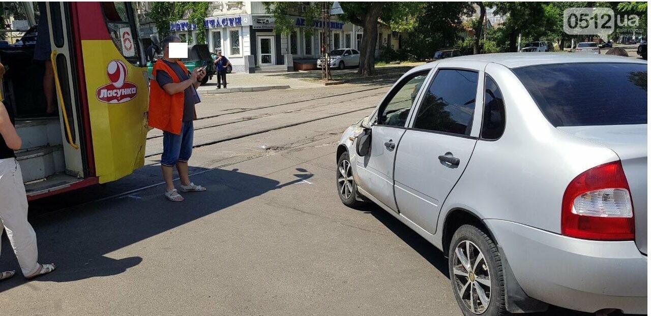 В Николаеве столкнулись легковушка и трамвай, - ФОТО, ВИДЕО , фото-2