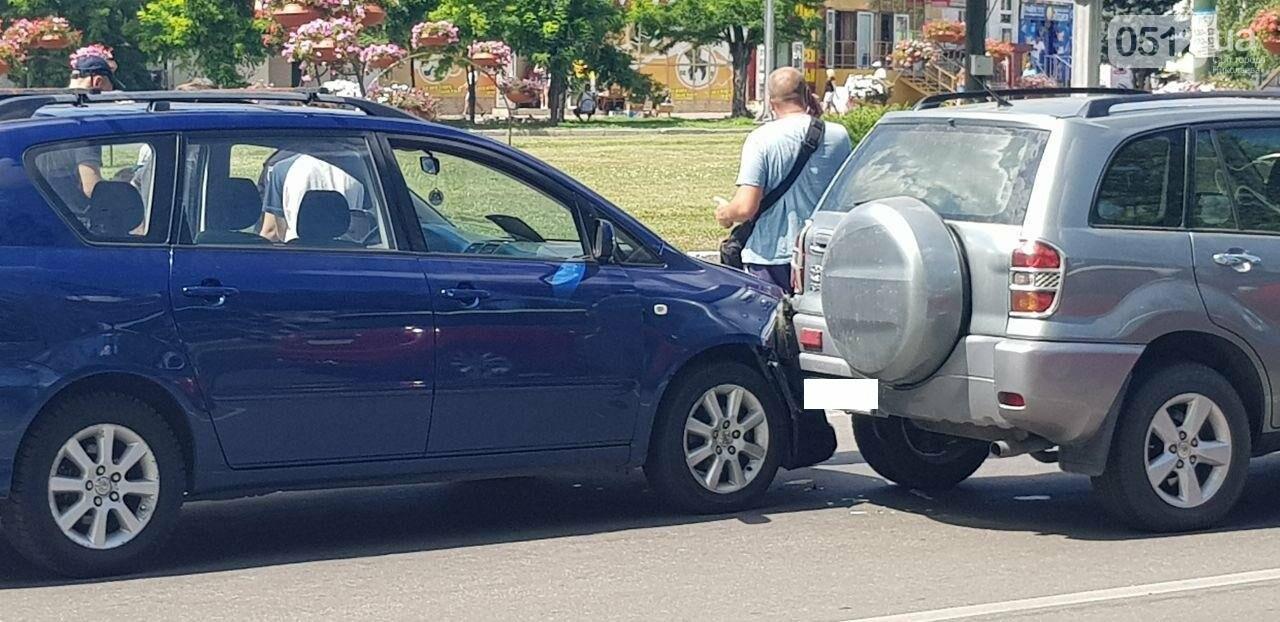 "В Николаеве произошло ДТП с участием двух автомобилей марки ""Toyota"", - ФОТО, фото-1"