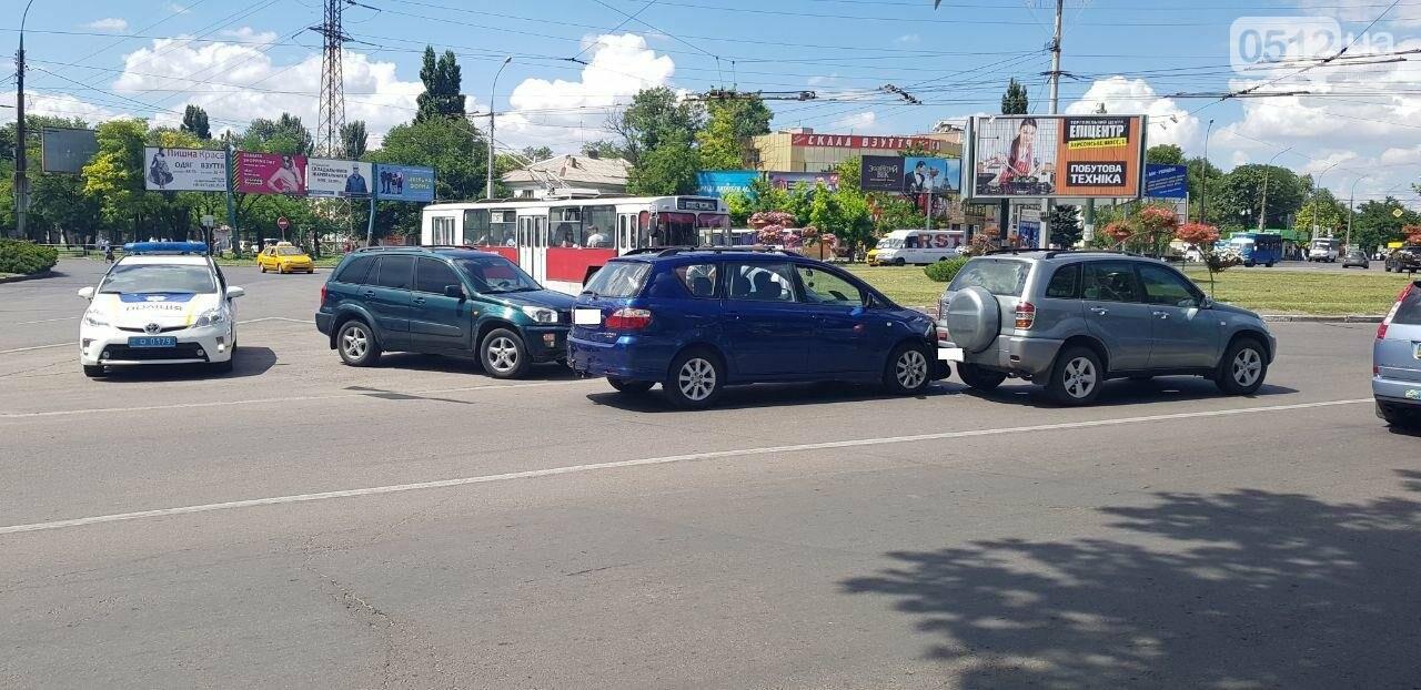 "В Николаеве произошло ДТП с участием двух автомобилей марки ""Toyota"", - ФОТО, фото-2"