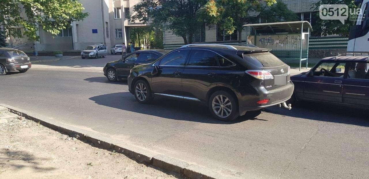 В Николаеве пьяный велосипедист врезался в стоящий Lexus, - ФОТО, ВИДЕО, фото-7