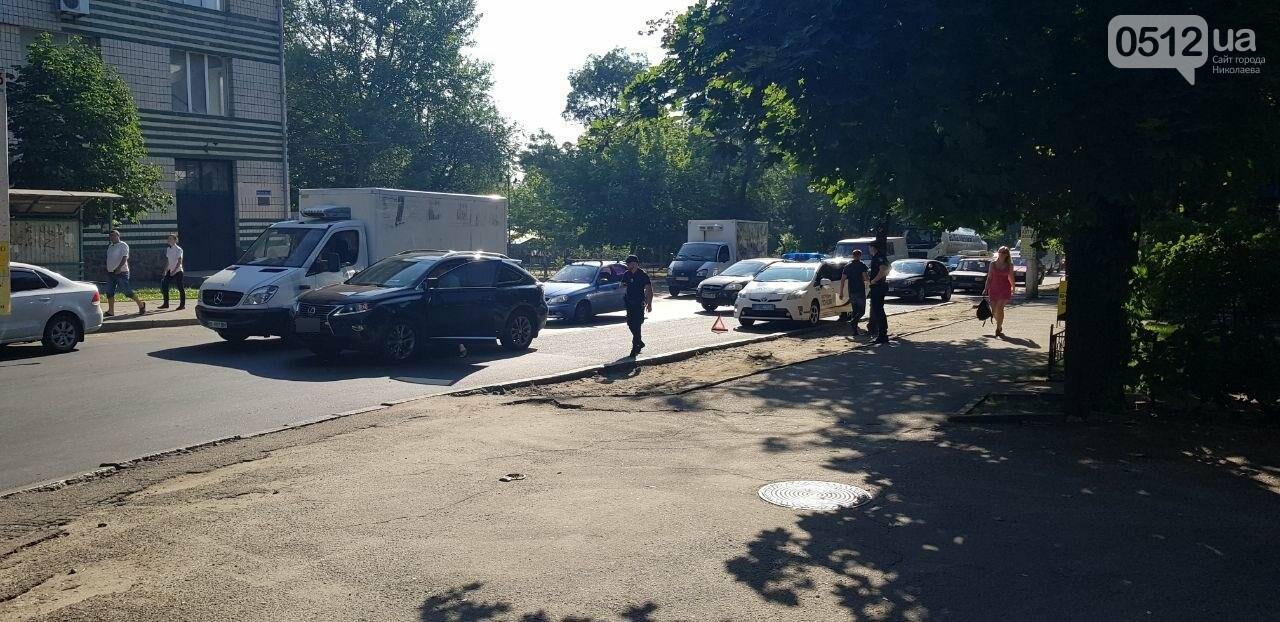 В Николаеве пьяный велосипедист врезался в стоящий Lexus, - ФОТО, ВИДЕО, фото-6