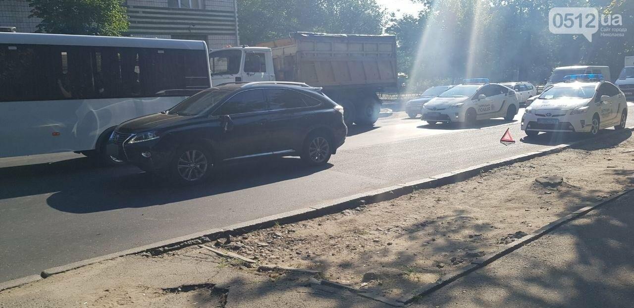 В Николаеве пьяный велосипедист врезался в стоящий Lexus, - ФОТО, ВИДЕО, фото-5