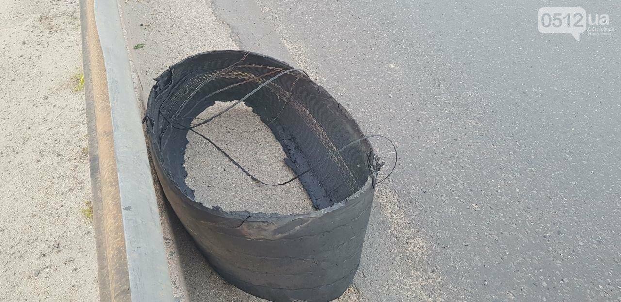 В Николаеве на Ингульском мосту фура потеряла колесо, - ФОТО, ВИДЕО, фото-2