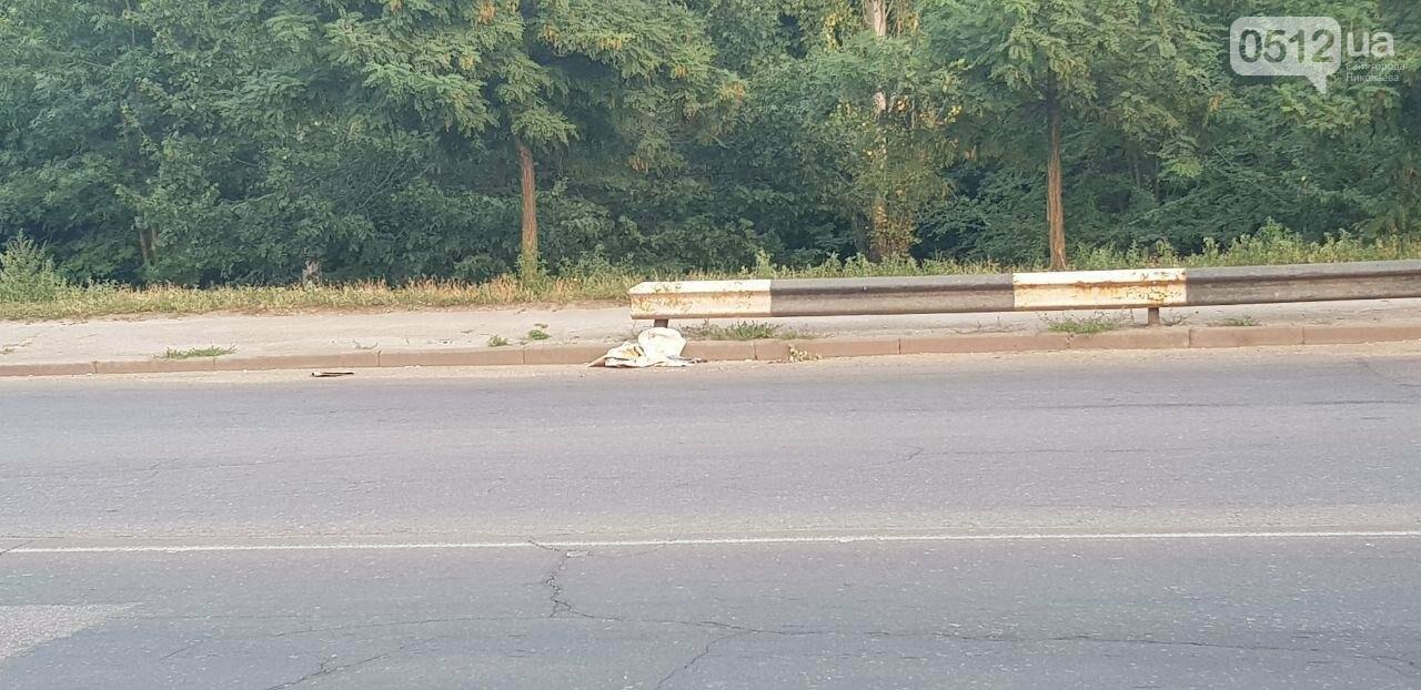 В Николаеве на Ингульском мосту фура потеряла колесо, - ФОТО, ВИДЕО, фото-3