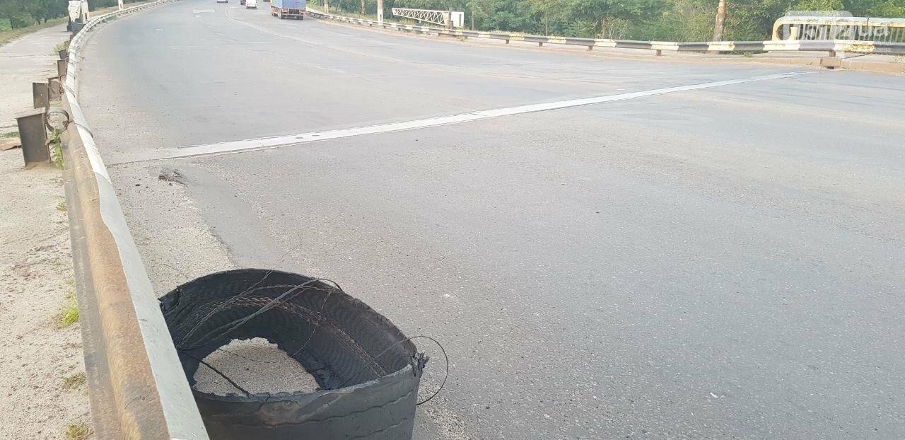В Николаеве на Ингульском мосту фура потеряла колесо, - ФОТО, ВИДЕО, фото-4