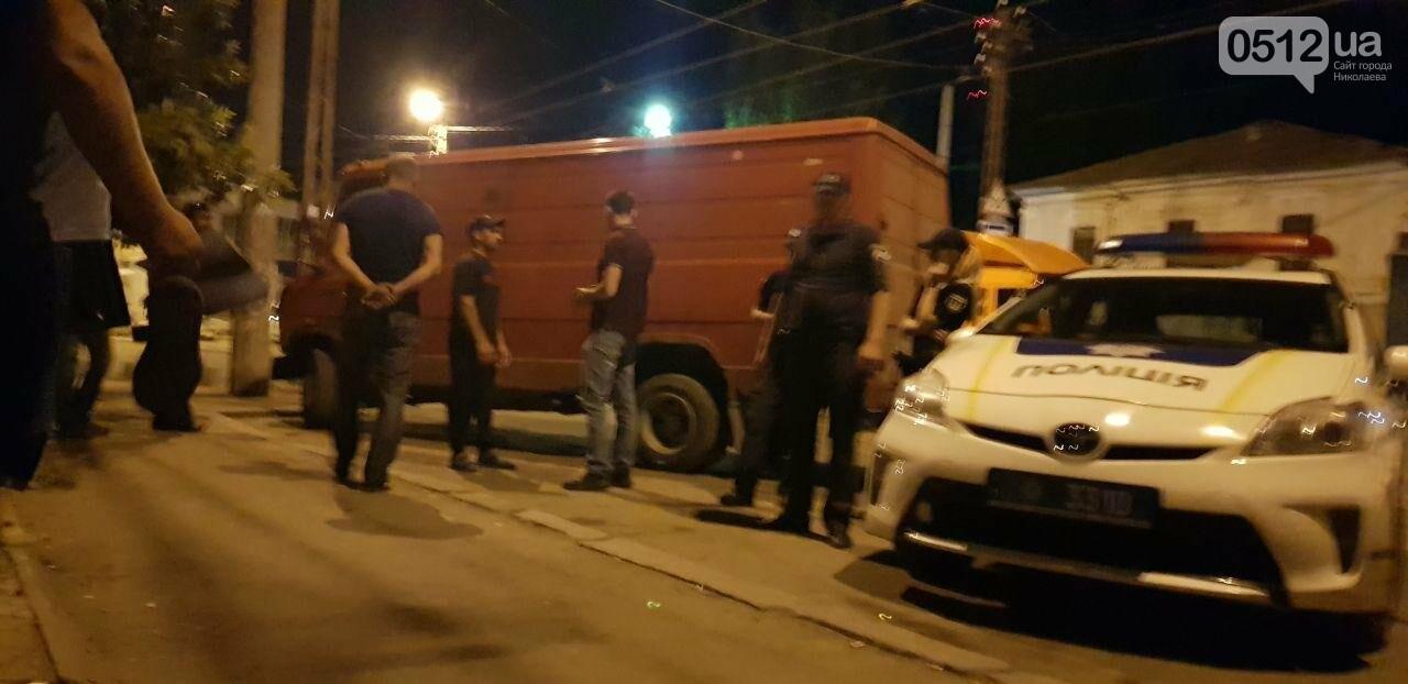 Мститель в гипсе: в Николаеве мужчина подставился под автомобиль, который, по его мнению, мешал проезду трамвая, - ФОТО, фото-2