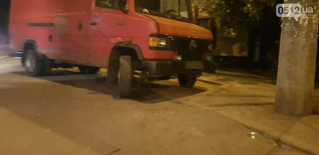 Мститель в гипсе: в Николаеве мужчина подставился под автомобиль, который, по его мнению, мешал проезду трамвая, - ФОТО, фото-5