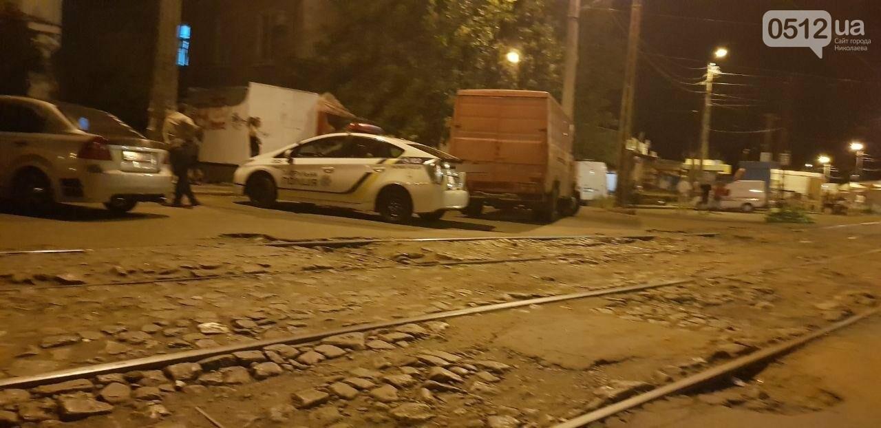 Мститель в гипсе: в Николаеве мужчина подставился под автомобиль, который, по его мнению, мешал проезду трамвая, - ФОТО, фото-6