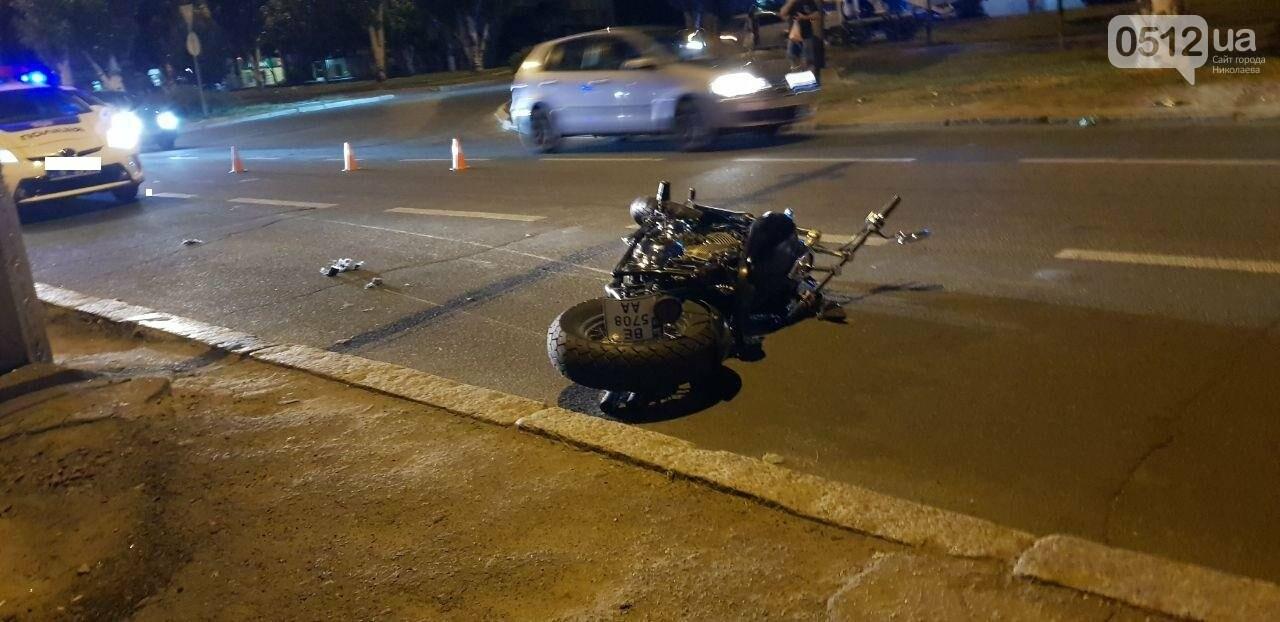 """В центре Николаева """"Волга"""" столкнулась с мотоциклом - есть пострадавшие, - ФОТО, ВИДЕО, фото-4"""