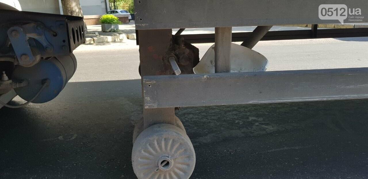 """В Николаеве """"грузовик"""" столкнулся с полицейским  автомобилем, - ФОТО, ВИДЕО, фото-1"""