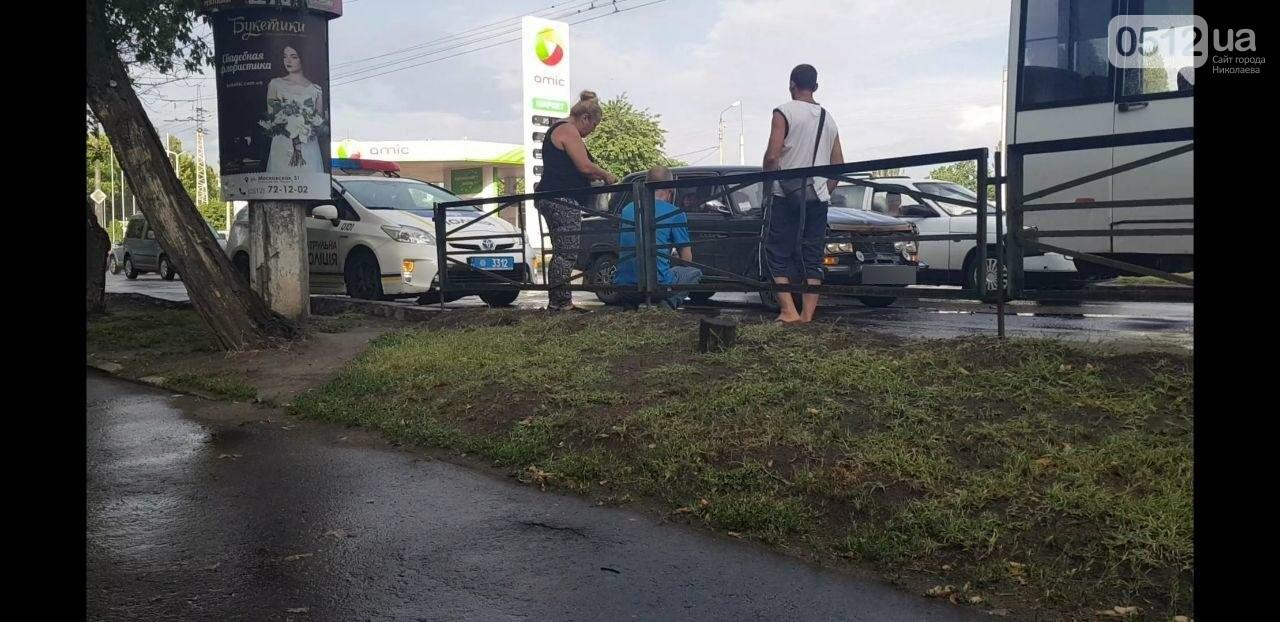 Аварийный ливень: в Николаеве в дождь произошло ДТП с участием маршрутки, - ФОТО, фото-3