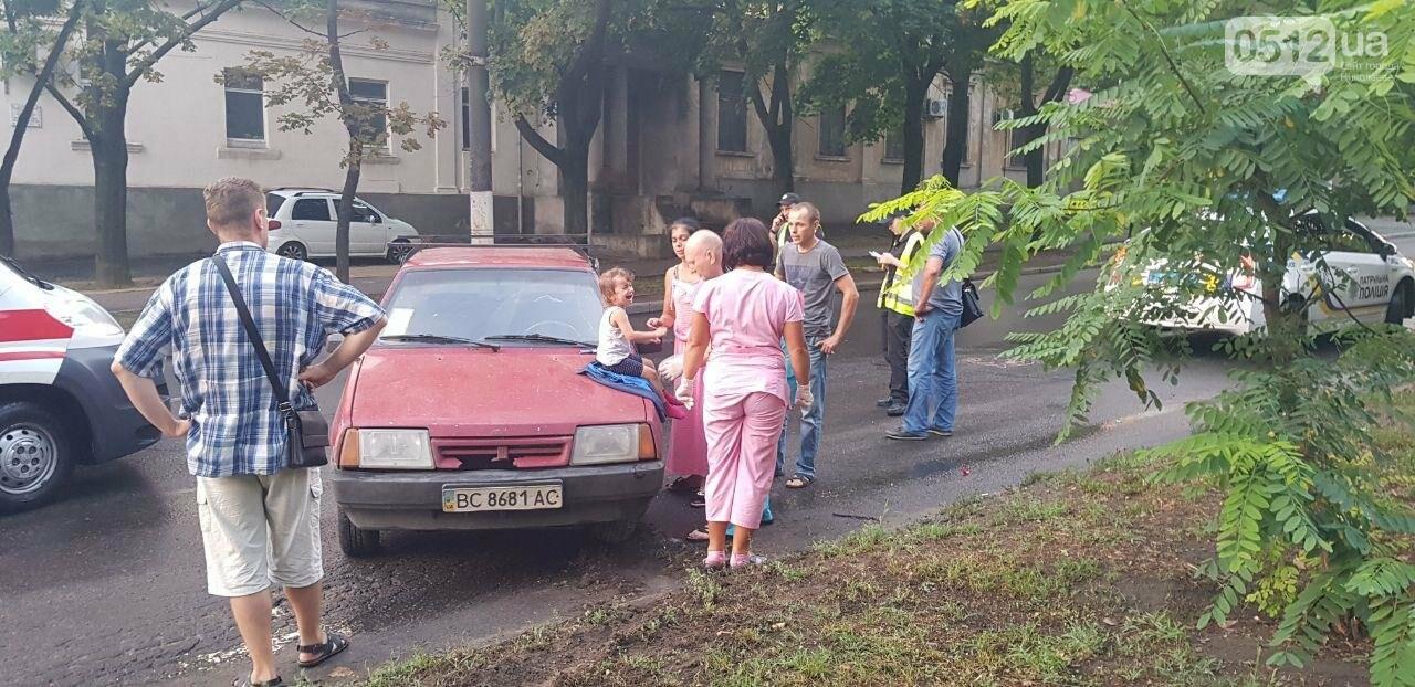 В Николаеве из-за неработающего светофора и ограниченной видимости иномарка протаранила ВАЗ: в одном из автомобилей находился ребенок, - ФО..., фото-1