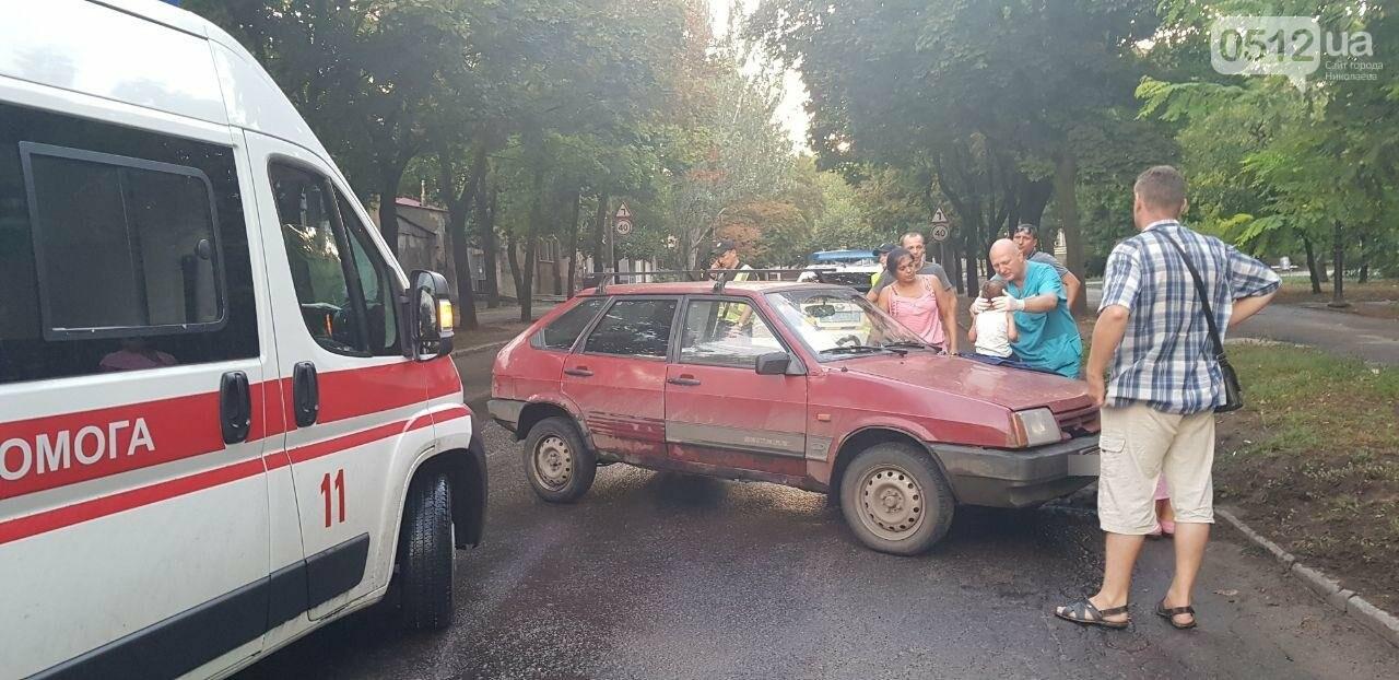 В Николаеве из-за неработающего светофора и ограниченной видимости иномарка протаранила ВАЗ: в одном из автомобилей находился ребенок, - Ф..., фото-11