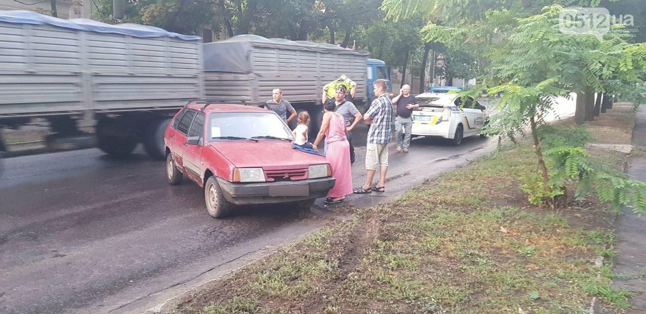В Николаеве из-за неработающего светофора и ограниченной видимости иномарка протаранила ВАЗ: в одном из автомобилей находился ребенок, - Ф..., фото-12