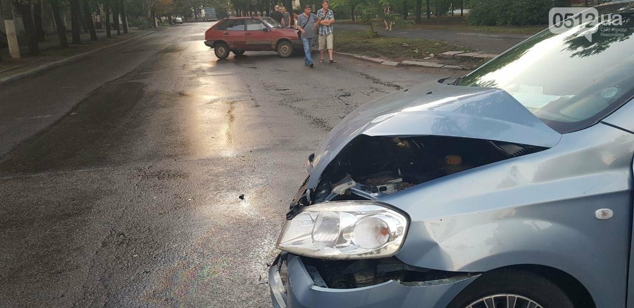 В Николаеве из-за неработающего светофора и ограниченной видимости иномарка протаранила ВАЗ: в одном из автомобилей находился ребенок, - ФО..., фото-6