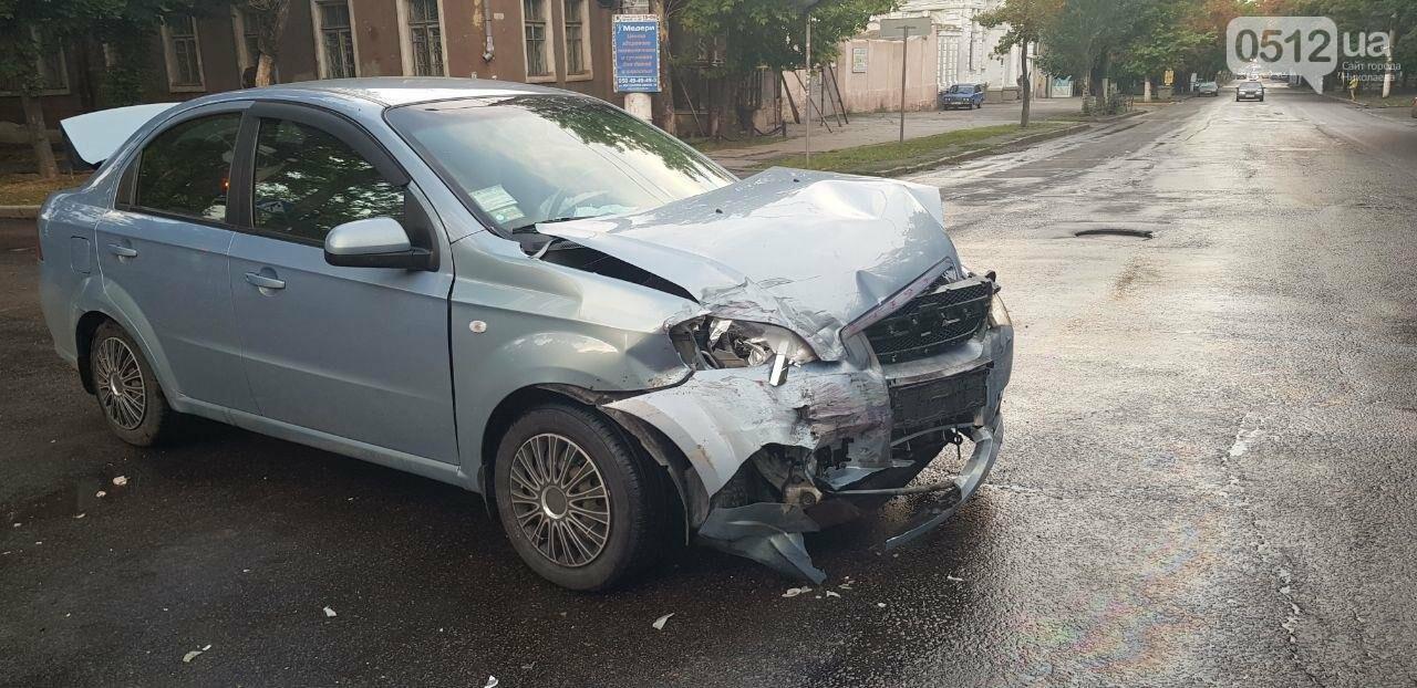 В Николаеве из-за неработающего светофора и ограниченной видимости иномарка протаранила ВАЗ: в одном из автомобилей находился ребенок, - ФО..., фото-8