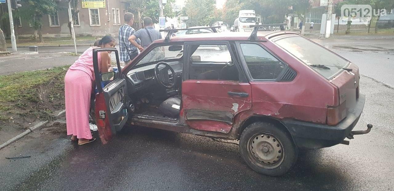 В Николаеве из-за неработающего светофора и ограниченной видимости иномарка протаранила ВАЗ: в одном из автомобилей находился ребенок, - Ф..., фото-13