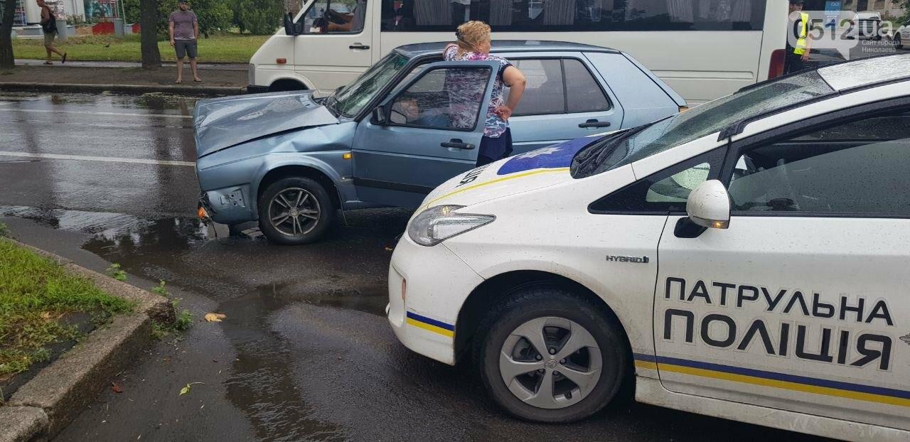 В центре Николаева столкнулись две легковушки: пострадала беременная женщина, - ФОТО, ВИДЕО , фото-2