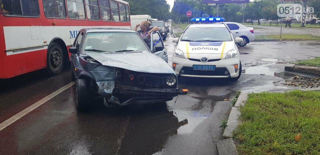 В центре Николаева столкнулись две легковушки: пострадала беременная женщина, - ФОТО, ВИДЕО , фото-4