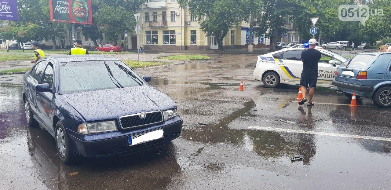 В центре Николаева столкнулись две легковушки: пострадала беременная женщина, - ФОТО, ВИДЕО , фото-8