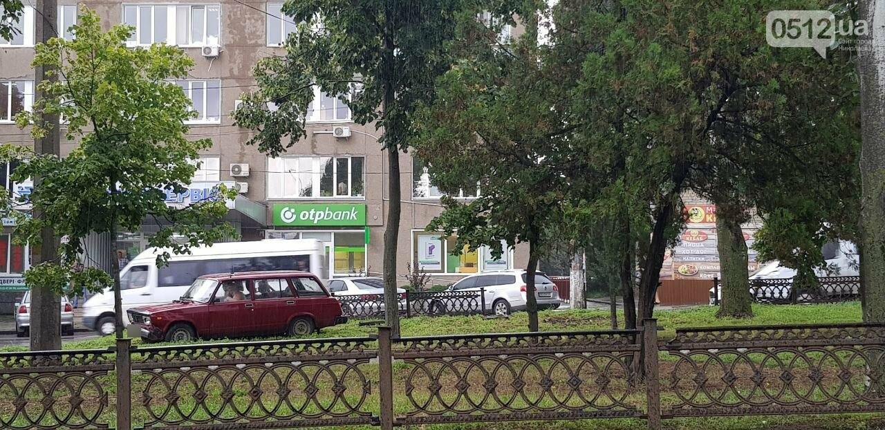 В Николаеве ВАЗ снёс ограждение и вылетел на газон, - ФОТО, ВИДЕО, фото-5