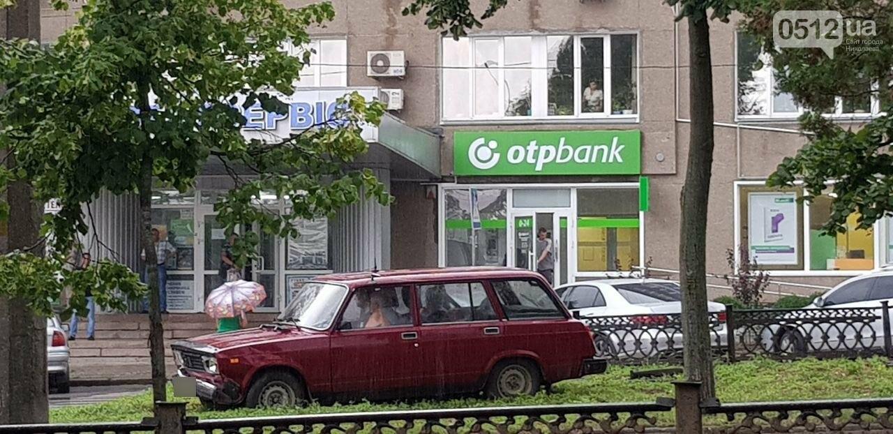 В Николаеве ВАЗ снёс ограждение и вылетел на газон, - ФОТО, ВИДЕО, фото-2
