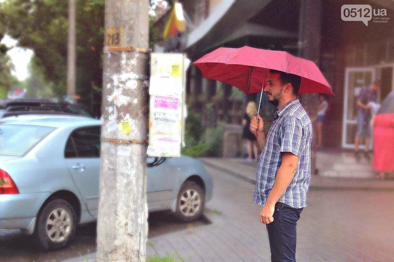 И лучший способ для любителей классики - зонт. Это беспроигрышный вариант для тех, кто хочет остаться максимально сухим и в то же время элегантным