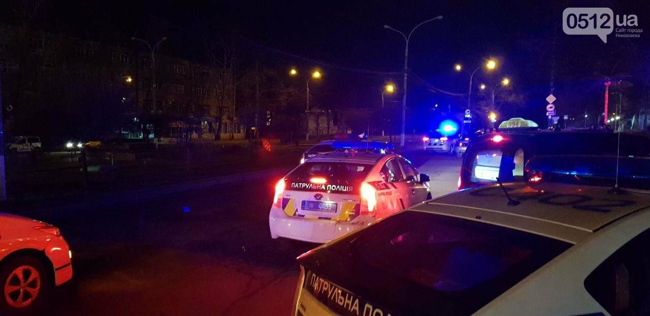 Ночью в Николаеве у ночного клуба развязалась драка: пришлось вмешаться полиции, - ФОТО, ВИДЕО, фото-1