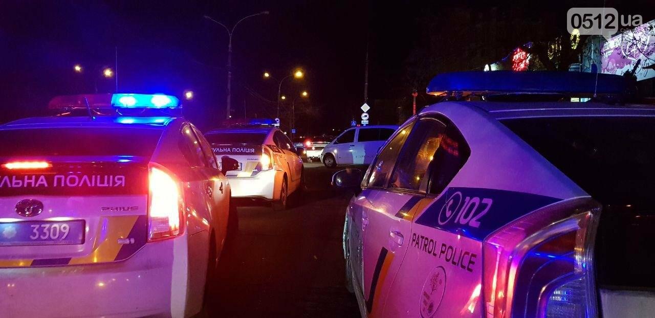 Ночью в Николаеве у ночного клуба развязалась драка: пришлось вмешаться полиции, - ФОТО, ВИДЕО, фото-2