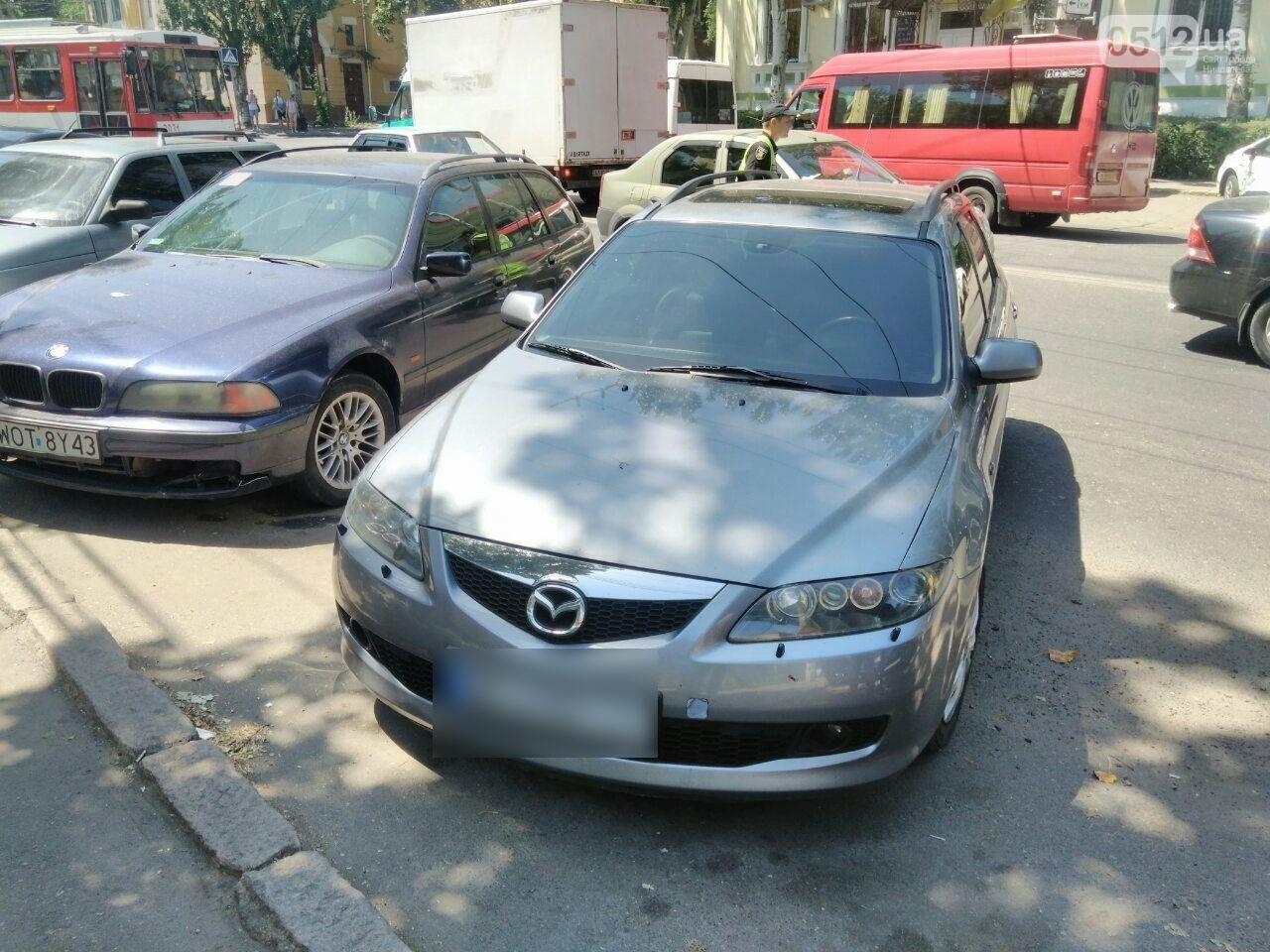 В центре Николаева фура врезалась в Mazda, - ФОТО, фото-2