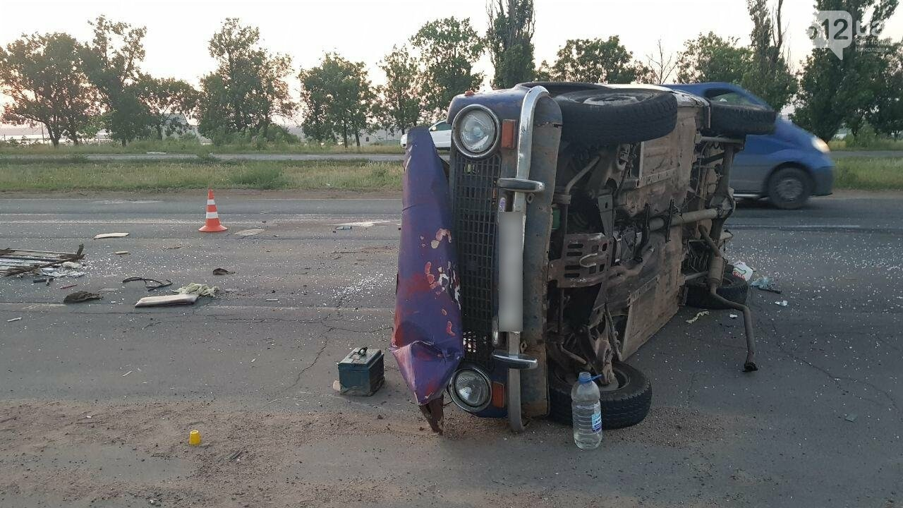 На въезде в Николаев микроавтобус врезался в ВАЗ - есть пострадавшие, - ФОТО, ВИДЕО, фото-4