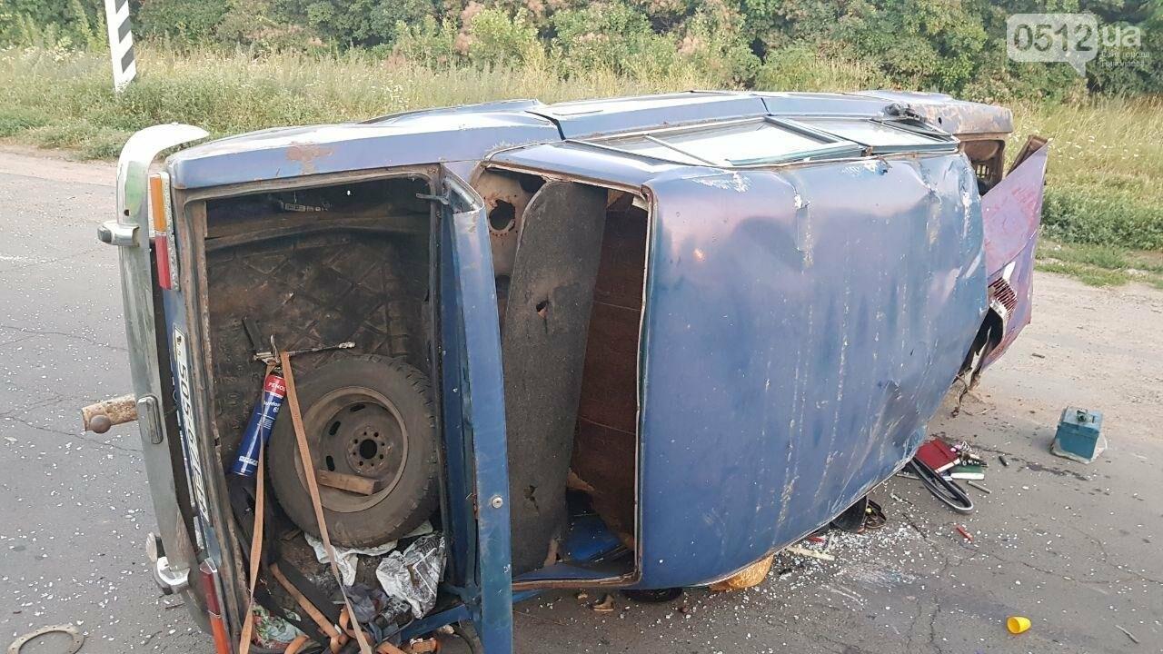 На въезде в Николаев микроавтобус врезался в ВАЗ - есть пострадавшие, - ФОТО, ВИДЕО, фото-5