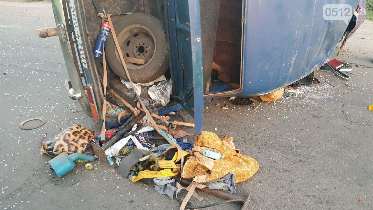 На въезде в Николаев микроавтобус врезался в ВАЗ - есть пострадавшие, - ФОТО, ВИДЕО, фото-10