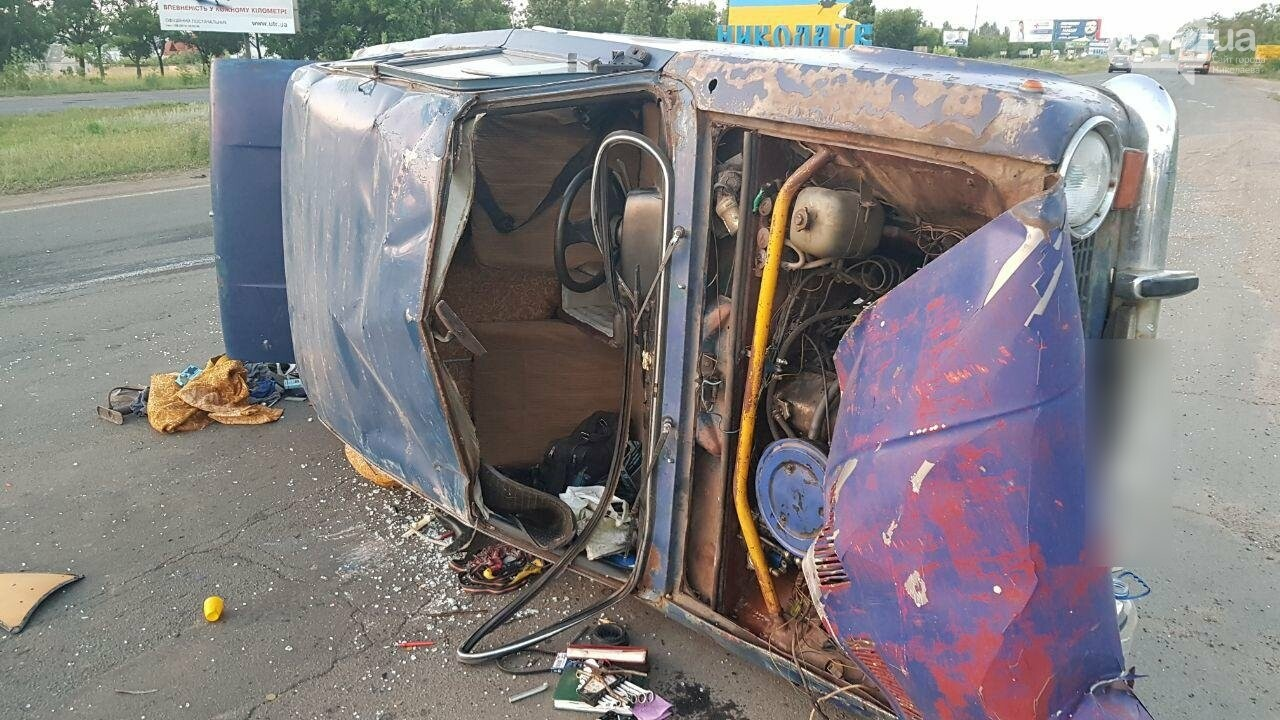 На въезде в Николаев микроавтобус врезался в ВАЗ - есть пострадавшие, - ФОТО, ВИДЕО, фото-9