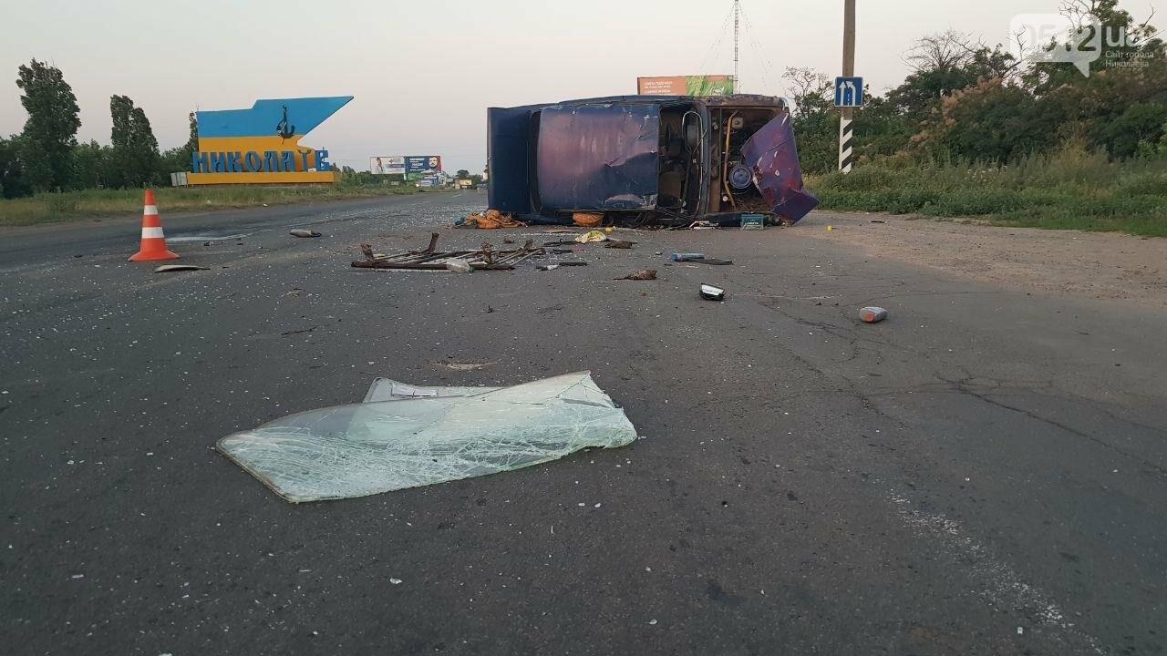На въезде в Николаев микроавтобус врезался в ВАЗ - есть пострадавшие, - ФОТО, ВИДЕО, фото-8