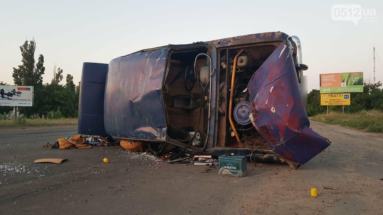 На въезде в Николаев микроавтобус врезался в ВАЗ - есть пострадавшие, - ФОТО, ВИДЕО, фото-7