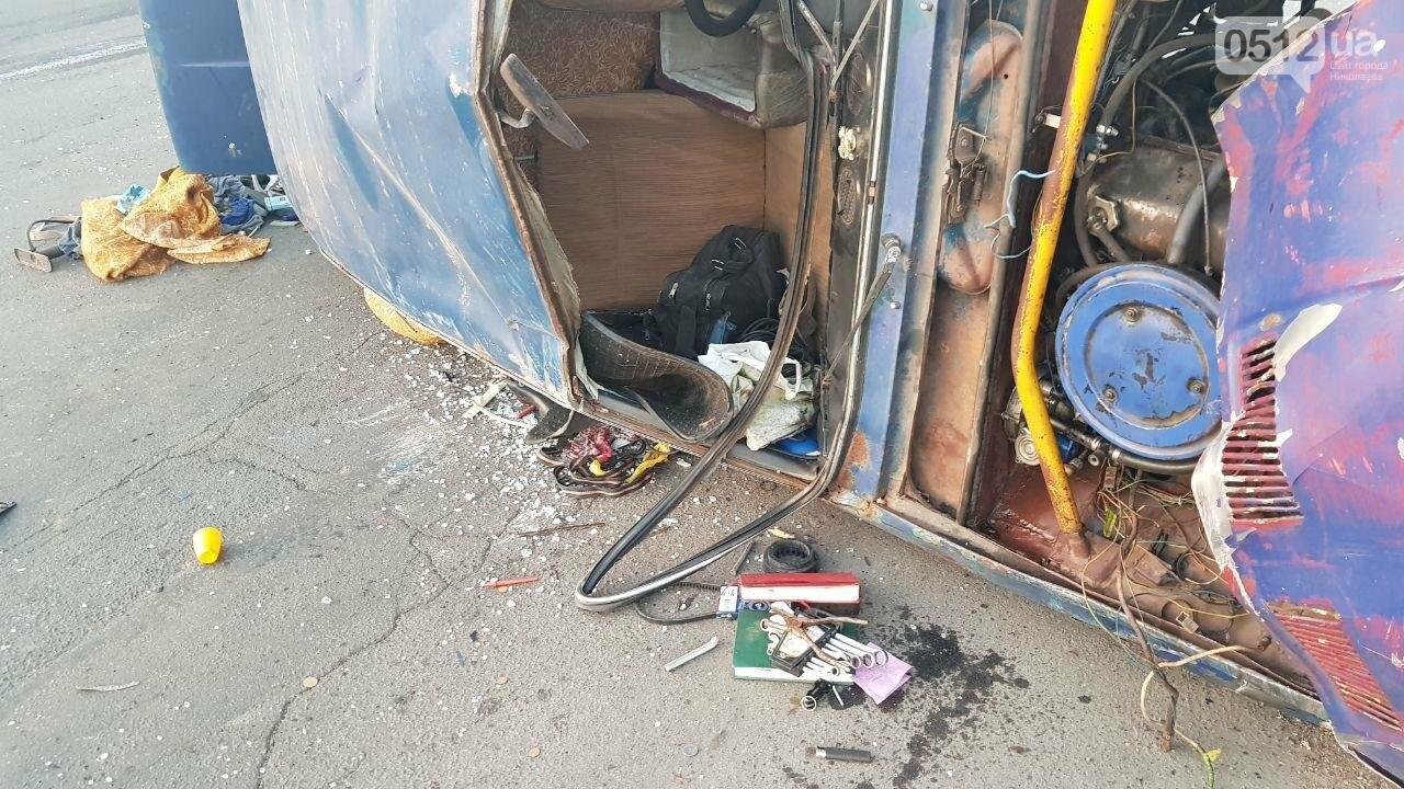 На въезде в Николаев микроавтобус врезался в ВАЗ - есть пострадавшие, - ФОТО, ВИДЕО, фото-6