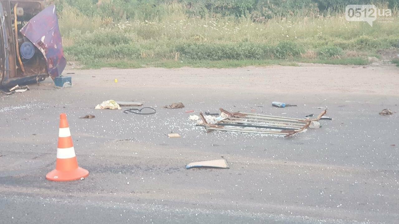 На въезде в Николаев микроавтобус врезался в ВАЗ - есть пострадавшие, - ФОТО, ВИДЕО, фото-12