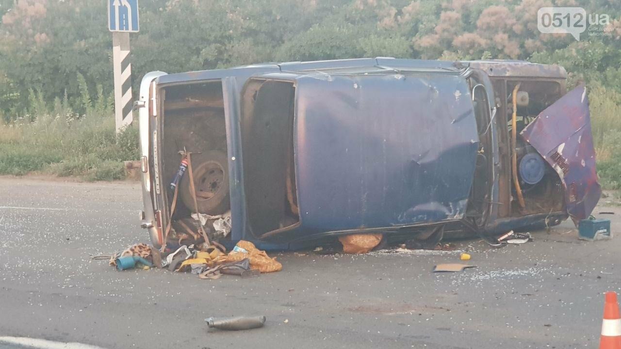 На въезде в Николаев микроавтобус врезался в ВАЗ - есть пострадавшие, - ФОТО, ВИДЕО, фото-13