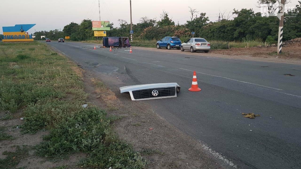 На въезде в Николаев микроавтобус врезался в ВАЗ - есть пострадавшие, - ФОТО, ВИДЕО, фото-14