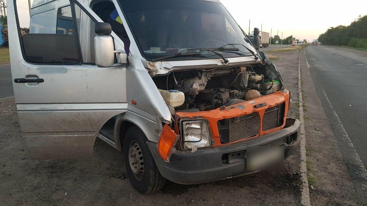 На въезде в Николаев микроавтобус врезался в ВАЗ - есть пострадавшие, - ФОТО, ВИДЕО, фото-15